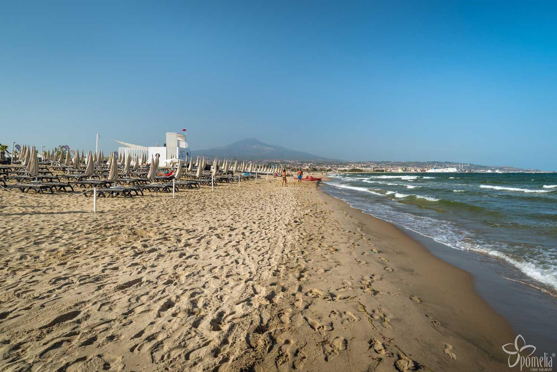La Playa Ist Ein Langer, Breiter Und Goldfarbener Strand, Der Sich über 18  Km Von Agnone WC Erstreckt, Einem Ortsteil Von Augusta In Der Provinz Von  Syrakus ...